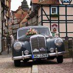 Der Hochzeits-Oldtimer auf der Werrabrücke in Hann. Münden